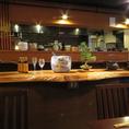 落ち着きのある店内はテーブルも余裕をもって配置。ゆったりとした雰囲気の中でお食事をお楽しみいただけます。