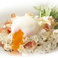 料理メニュー写真とろーり半熟玉子のポテトサラダ