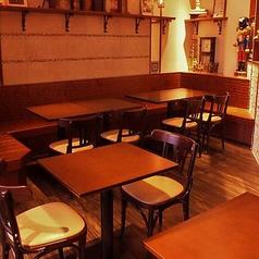 テーブル席は、少人数から大人数まで使い方は多数☆奥にはソファーもありますよ♪2名様~16名様までご利用頂けます!