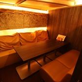 ふかふかクッションのソファ個室。4~18名