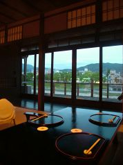 東山の夜景を一望できるお座敷個室。