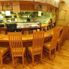店内入ってすぐのカウンター席をご用意しております。カウンターデートにも◎。サク飲み等にもご利用可能になっております。カウンター席では目の前の職人の手捌きや会話を楽しみながら、いつもとは少し変わったお時間をお過ごし頂けます。また東北各地の日本酒や豊富な焼酎と旬の食材を使用したお料理を御楽しみ下さい