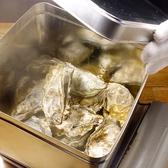【大人気☆牡蠣のガンガン焼き-美味しい召し上がり方-】1.まずはフタを閉め、新鮮な牡蠣を中火で10分じっくり蒸し焼き!!2.フタを開け、蒸気が上がり牡蠣がいくつか開いていれば、、ガンガン焼きの出来上がり!!※フタ、蒸気が熱くなりますので、フタを素手で開けたり、鍋を覗き込んだりしないで下さい。