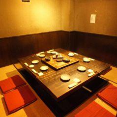 テーブルを囲める席は女子会にもピッタリ☆寒い季節におこもり空間で、女子会はいかがでしょうか?わん一番人気の「手作りとろ~りチーズつくね」を是非ご賞味下さい!