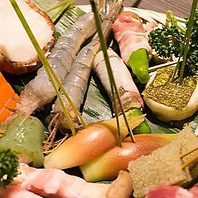 四季折々、旬の食材を愉しめる日替わりの串揚げたち