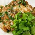 揚げ鶏肉とパクチー入り特製ソースあんかけ