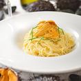"""当店の料理は食材からこだわりを持って北海道ならではの新鮮素材をご提供しております。北海道産塩水ウニの冷製スパゲティもそのうちの一つです。毎年大好評の夏限定メニューで使用してるウニは言わずもがな北海道産!""""ウニ""""本来の深い味わいと磯の風味が口いっぱいに広がる感動はこの時期だけのお楽しみです。"""