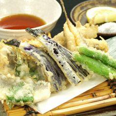 料理メニュー写真天ぷら盛り(とれたてのお魚、旬の野菜)
