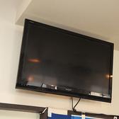 店内に設置された大型テレビ