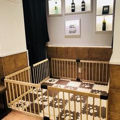 【個室にベビーゲート】個室はお客様のご要望により、ベビーゲートをご用意できます。要予約です。ご育児に大変なママに朗報な設備が当店にはございます。