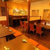 テーブルは4名用卓が3卓、3名用卓が1卓ございます!テーブル席は繋げて6~7名でのご利用も可能♪家族でのご来店やカップルでのデート、友人同士や仕事帰りの飲み会や宴会など様々な用途でご使用頂けます!