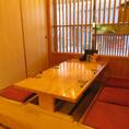 個室やカウンター席以外にも掘り炬燵席をご用意しております。通常のお座敷席とは使用が異なり、掘り炬燵になっておりますので長時間座っていても疲れにくくなっておりますのでご安心下さい。会社帰りにサクッと飲んで帰りたいとき等のご利用にはピッタリです!また、新鮮な旬の海鮮や相性の良い日本酒もご用意しております
