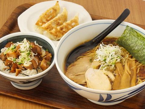 本川越駅すぐ近く♪必見は直久オススメのお得なランチセット。ラーメンと丼付き!