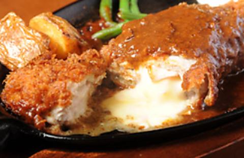 厳選された国産の食材を使った料理の数々。手作りにこだわったソースも美味しい。