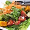 料理メニュー写真加賀野菜入り 十種野菜のはちまるサラダ