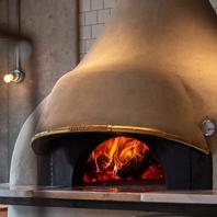 ナポリ直輸入の本格薪窯で焼くピッツァは持ち帰りOK♪