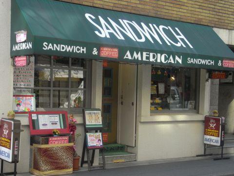 歌舞伎座の裏で開業27年。はちきれんばかりの具とモチモチのパンが幸せを生む。