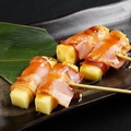 料理メニュー写真チーズベーコン串(2本)塩、タレ/つくね串(2本) 塩、タレ