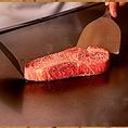 当店のステーキは山形牛・米沢牛・前沢牛・三重牛・松坂牛を中心に一番状態の良いものを使用しております。また、ご提供するのはA5等級の雌のサーロインのみで、ヒレはございません。
