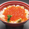 いくら丼(漬物、小鉢、みそ汁付)