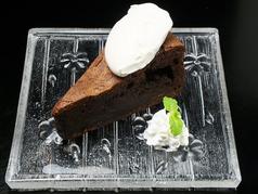 料理メニュー写真自家製チョコレートタルト