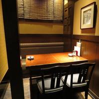 お気軽に楽しめるテーブル席