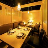 【4名~6名様テーブル】開放的な造りでゆったりとお過ごし頂けるお席となっています。お席のみのご予約も受付中!