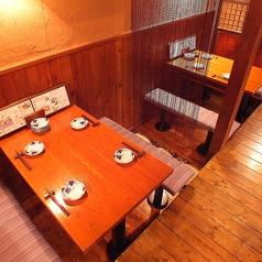 【テーブル席】こちらのお席の他に、テーブル席が4席ございます。ご予約は2名様でもテーブルでとお話し下さいませ。