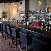 本格バーカウンターは当店の顔です。バーテンダーと会話を弾ませながら、その日の気分でお酒をお楽しみください。本格イタリアンとおいしいお酒をご堪能ください。