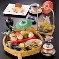 【ランチ】「おもてなし花かご膳」彩り豊かな可愛らしい手まり寿司とお料理をお楽しみ下さい。◎手まり寿司・煮物・焼物・小鉢・天麩羅・茶碗蒸し・デザート・コーヒー※写真とイメージが異なる場合がございます。