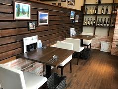 【2名席】 グループのお客様と、カップルやお友達2人のお客様とを分けたテーブル配置なので、シーンによって使い分けてご利用いただけます。