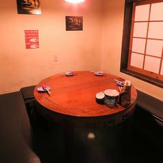 【1F】最大6名様までOKの完全個室です。女子会や誕生日のプライベートシーンにおすすめです。