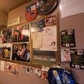 店内の壁にはエドゥアルドさんの写真や、お客さんからもらった暖かいメッセージなどが一面に飾られています。「エドだいすき!」とかかれた可愛らしいメッセージも