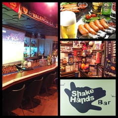 Soccer Bar Shake Handsの写真