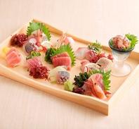 日替わりの新鮮な海鮮を使用した刺身盛り合わせをご用意