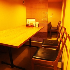 テーブル席では女子会や少人数のお食事にもおすすめ。仕切りも有るので周りを気にせずお食事をお愉しみいただけます。