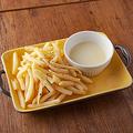 料理メニュー写真フライドポテト 濃厚チーズソース