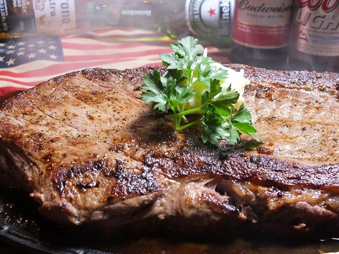 暴飲暴食の秋!! バンク1番人気 豪快!2キロのステーキと鮮度抜群のビールで乾杯♪
