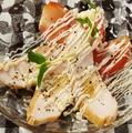 料理メニュー写真スモークチキンとトマトの前菜風