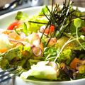 料理メニュー写真漬け海鮮ちらしサラダ
