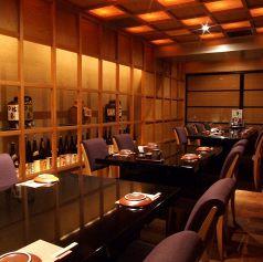 16名から24名様までご利用になれるテーブル席♪会社宴会にオススメなお席となっております♪銀座で本格焼酎や厳選日本酒を飲みながらご宴会をしてみてはいかがでしょうか♪当店自慢の九州郷土料理も豊富にご用意してお待ちしております♪