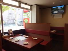 【各テーブル席ソファーシート】6名様テーブルが7卓と、4名様テーブル2卓あります。貸切は最大58名様までOK!!楽しいひとときをお過ごしください。