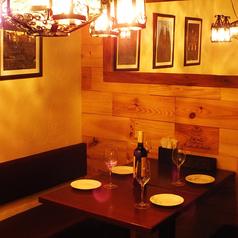 オシャレにサク飲みにも3~4名様で飲むならこのシャンデリア煌くお席で上質の熟成肉と絶品Spain料理等で乾杯しましょう。