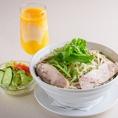優しいベトナムの鶏肉入り定番麺料理「チキンフォー」