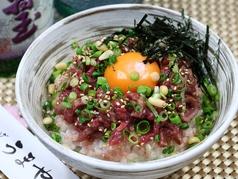 料理メニュー写真桜ユッケ丼
