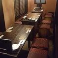 落ち着いた雰囲気の1階テーブル席。団体様利用も◎。