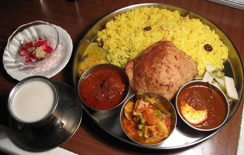 北インドの庶民料理から宮廷料理までを豊富な本場インド料理をじっくり堪能