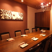 ご宴会向けにご利用頂ける、広々としているお席です。宴会に最適なお得な飲み放題付きコースもご用意しておりますので合わせてご利用ください。(銀座/居酒屋/個室/飲み放題/和食/宴会/接待/海鮮/大人数/団体/日本酒/カニ)