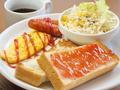料理メニュー写真トーストセット【ウインナー・オムレツ・サラダ付】