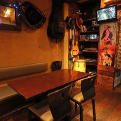 2~4名様用テーブル(カラオケ側)